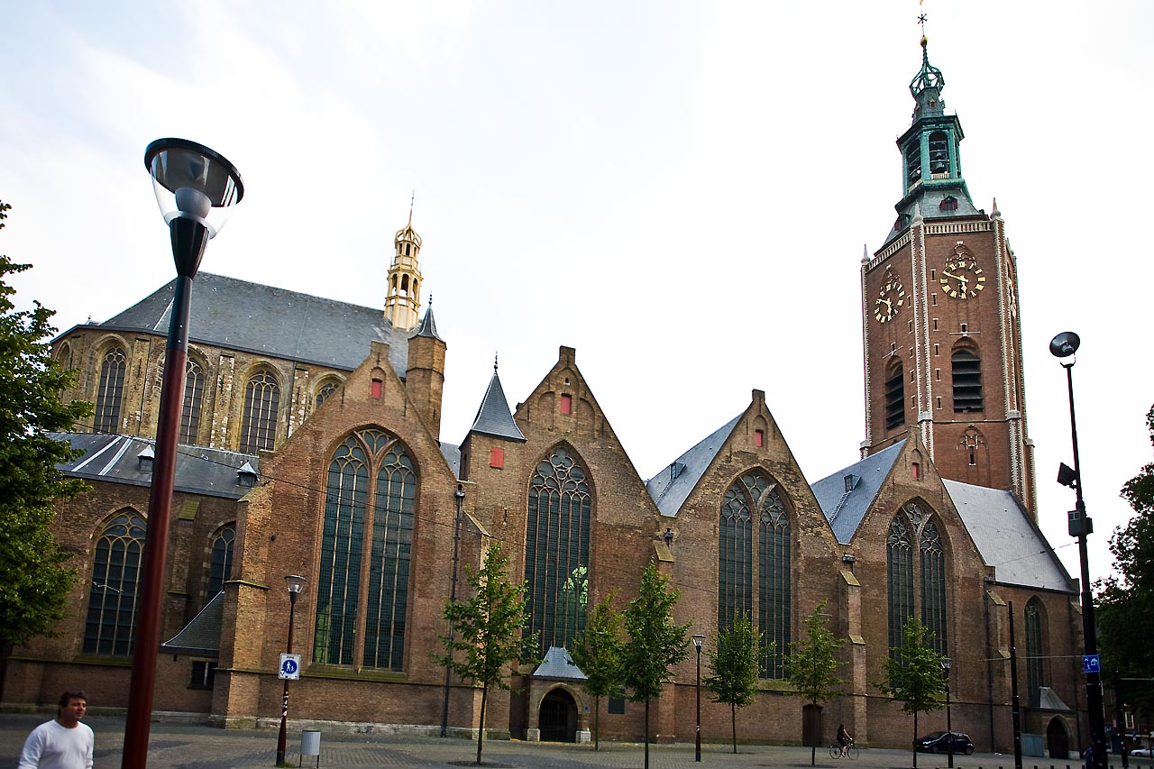 ve-may-bay-di-ha-lan-Grote-Kerk