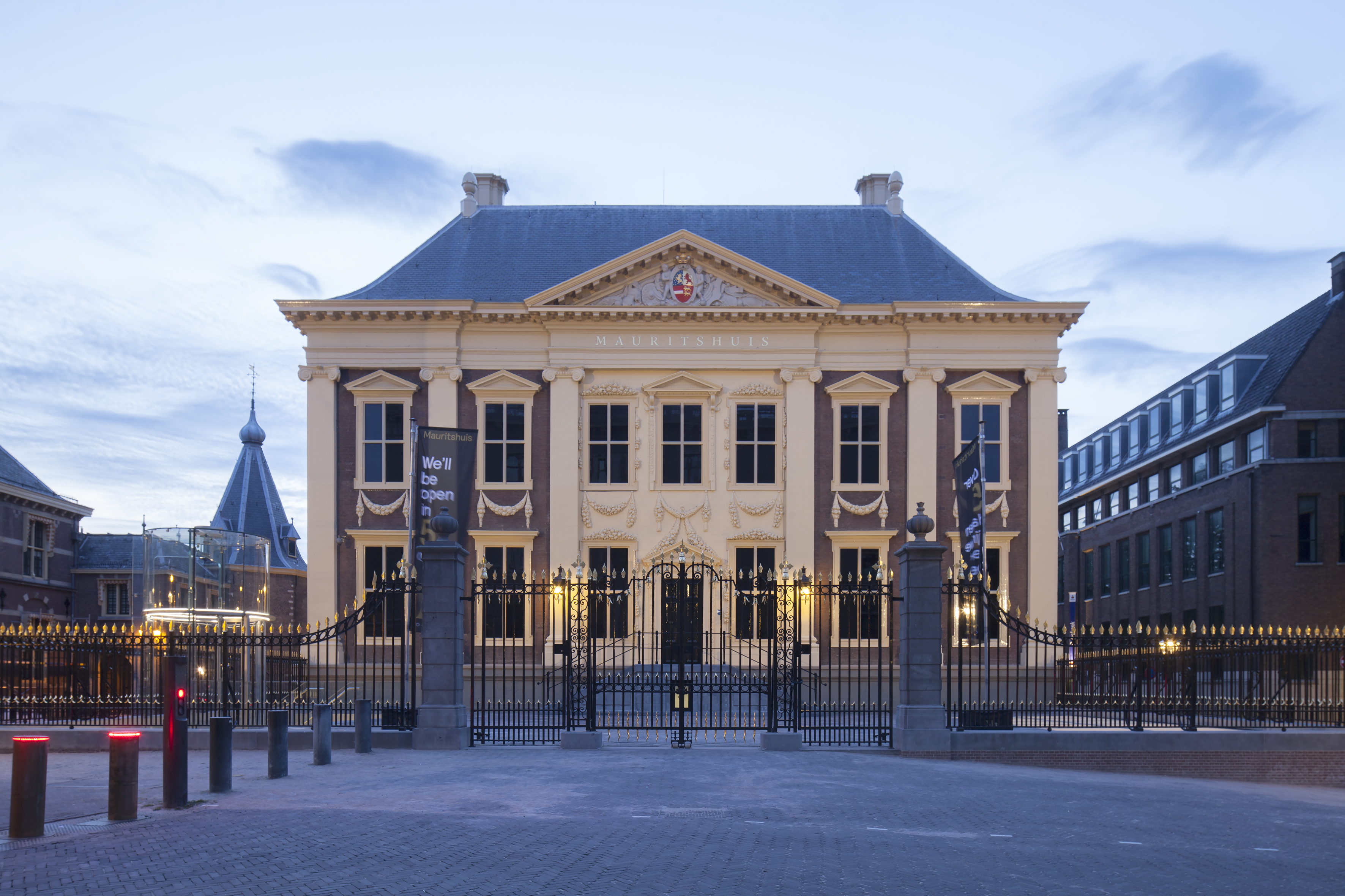 ve-may-bay-di-ha-lan-Mauritshuis