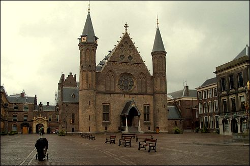 ve-may-bay-di-ha-lan-ridderzaal